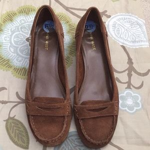 Nine West brown suede shoes. Size 6.5